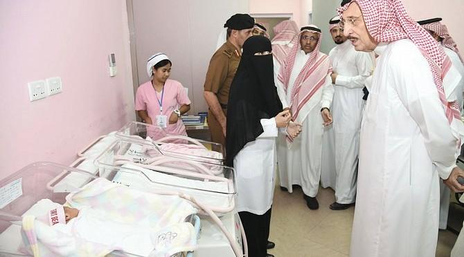 Губернатор провинции Джазан прибыл на место пожара в больнице Джазана и посетил пострадавших