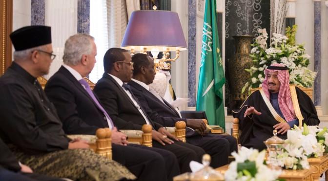 Служитель Двух Святынь принял верительные грамоты послов исламских, арабских и дружественных стран, аккредитованных в Королевстве