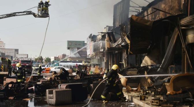 Бригады Гражданской обороны смогли потушить пожар в мебельных магазинах Джидды