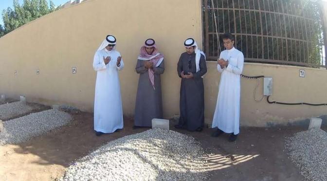 Группа саудийских студентов, получающих образование за рубежом, посетили могилу Короля Абдаллаха