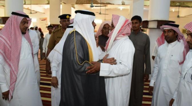 Губернатор округа Биша и группа молящихся исполнили похоронную молитву по павшему мученником аль-Анбари