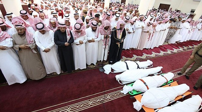 Министр образования исполнил похоронную молитву по погибшим в инциденте в офисе Министерства в Джазане