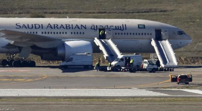 Эвакуация пассажиров и экипажа из саудийского самолёта