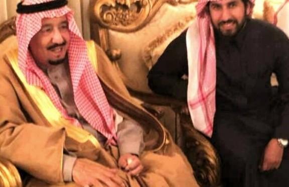 Служитель Двух Святынь посетил шейха  Сунейяна ас-Сунейяна в его доме дабы справится о его здоровье
