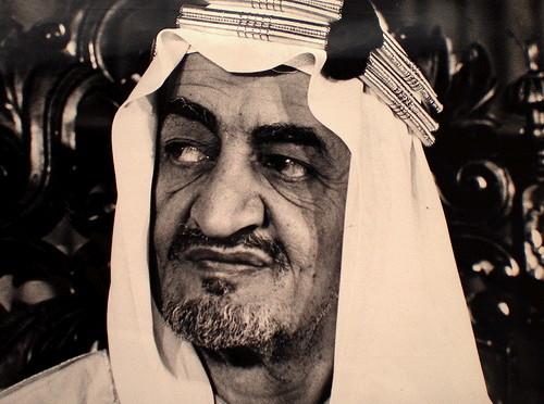 Редкое видео, запечатлевшее Короля Фейсала, лично руководящего строительством шоссе в аль-Хада
