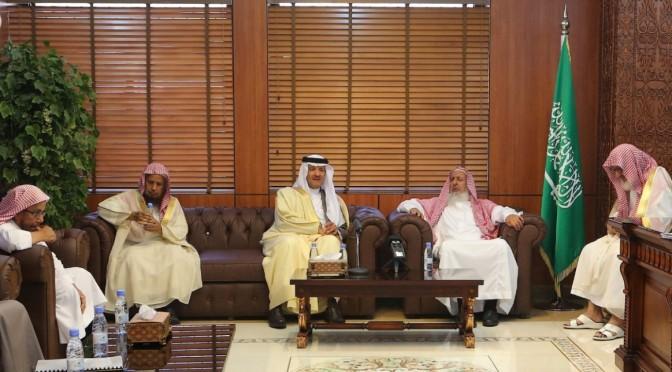 Принц Султан бин Салман встретился с Его Честью муфтием и членами Комитета старейших учёных