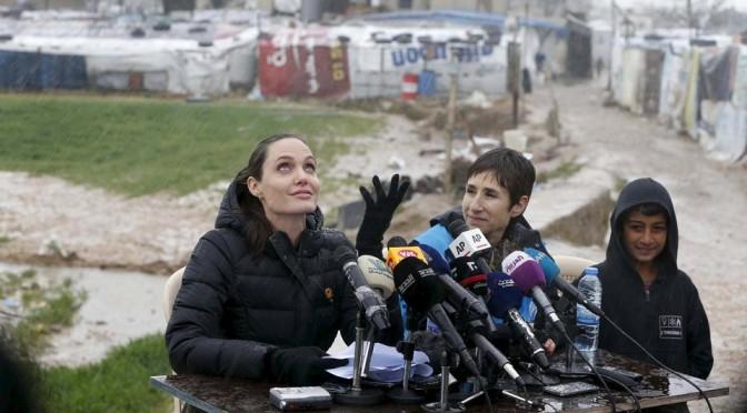 Анджелина Джоли посетила сирийских беженцев