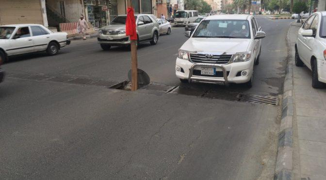 Открытый сток ливнёвой канализации в Мекке угрожает проезжим