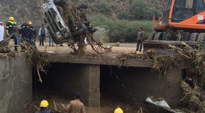 Баха: найдены тела подданного и двух его сыновей, пропавших накануне в вади аль-Байдани