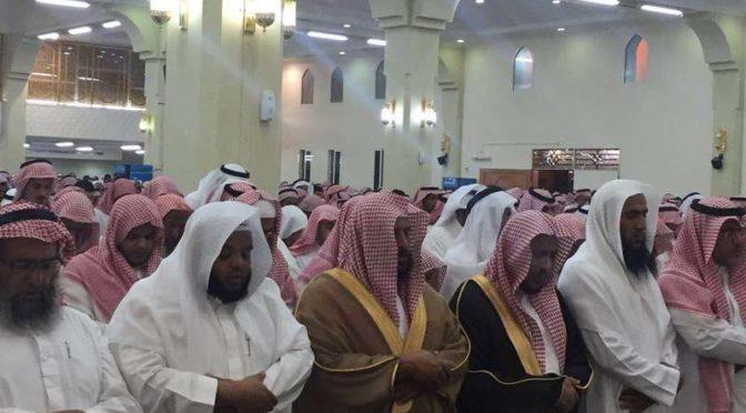 Группа скорбящих пришли простится с поэтом ибн Джадланом