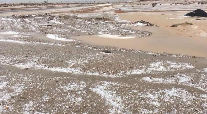 Дожди в округе Тураба заполнили долины, а выпавший град  одел их белым покровом