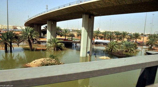 Затопление 8-ого съезда с кольцевой автодороги в Эр-Рияде