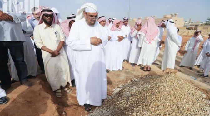 Группа скорбящих присутствовала на похоронах старожила СМИ Королевства диктора Маджида Шабала