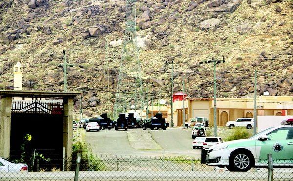МВД: уничтожено двое террористов и покончили с собой двое других террористов во время разгрома террористической ячейки в провинции Благородной Мекки