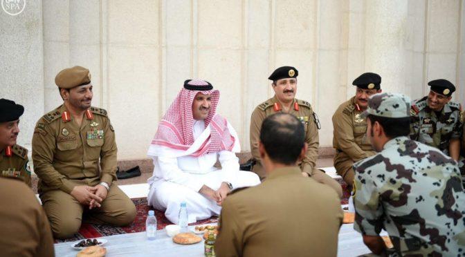Губернатор лучезарной Медины принял участие с сотрудниками сил безопасности в ифтаре на площади, прилежащей к Мечети Пророка