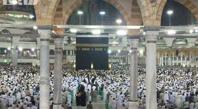 Фотокорреспондент «Сабк» запечатлел совершающих Умру и молящихся в Запретной Мечети в первую ночь Рамадана