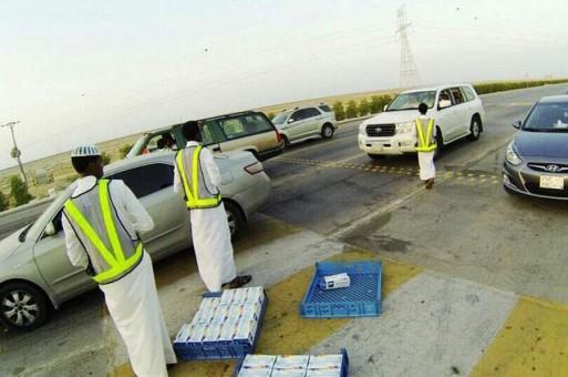 Волонтёры раздали 300 наборов для ифтара постящимя в вади Давасир