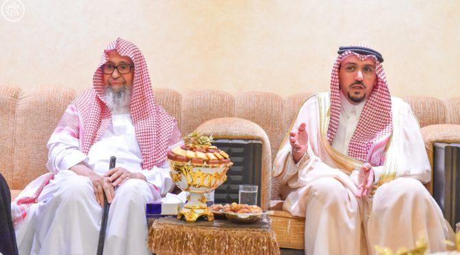 Его Высочество губернатор провинции Касым поздравил шейха аль-Фоузана с праздником Ид аль-Фитр