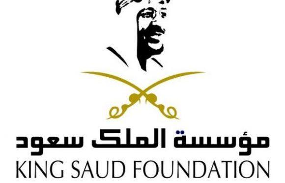 Редкое видео… Король Сауд возглавляет в качестве имама молящихся в Запретной Мечети