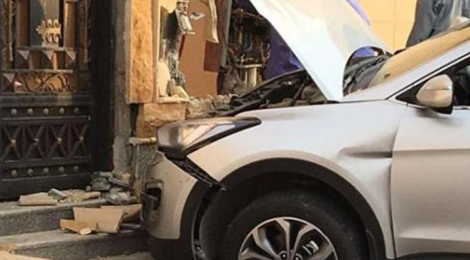 В Саудии… женщина села за руль автомобиля своего мужа и протаранила стену его нового дома