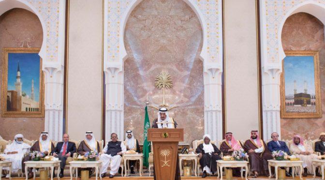 Служитель Двух Святынь обратился с речью к Их Превосходительстваим и Их Чести руководителям, а также к видным исламским деятелям, которые совершили Хадж в этом году