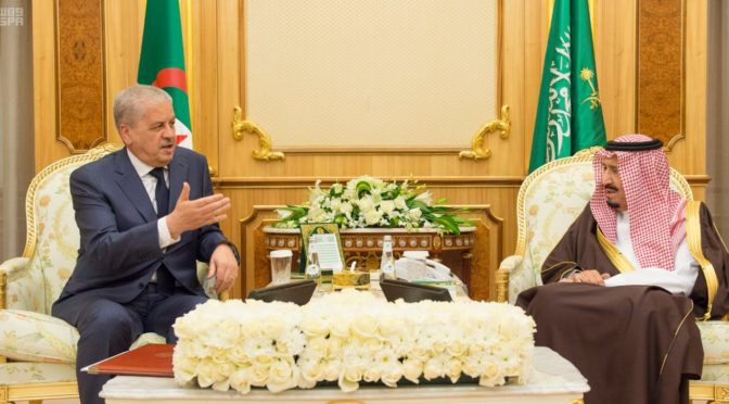 Служитель Двух Святынь получил два послания от президента Алжира