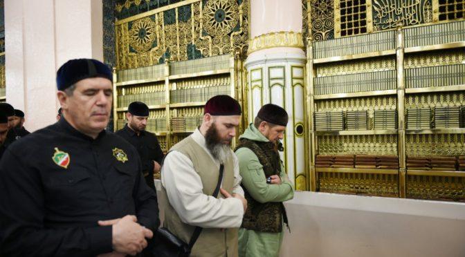 Его Превосходительство Глава Чеченской республики посетил Мечеть Пророка