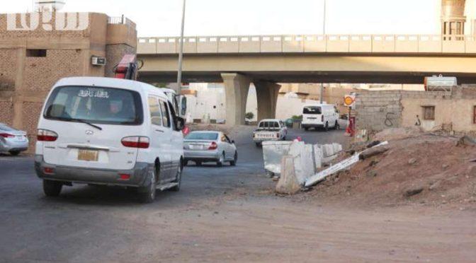 Портал «Сабк» запечатлел злоключения в связи с перекрытием кольцевой автодороги в месте перкрёстка с шоссе Умара ибн аль-Хоттаба в Медине