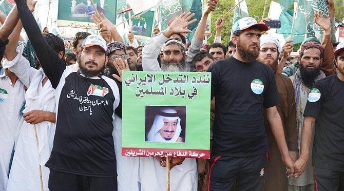 Народные шествия прошли в Пакистане в осуждение попытки хусиитов направить баллистическую ракету по Благородной Мекке