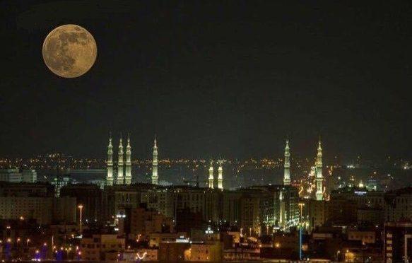 «Гигантская Луна» украсила небо над Лучезарной Мединой