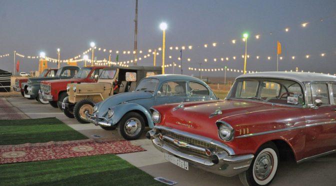 Более 70 ретро-автомобилей привлекают посетителей на 38-ом весеннем фестивале в Бурайде