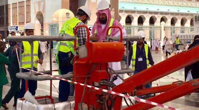 Шейх Судейси проверил зонты на площади у Мечети Пророка