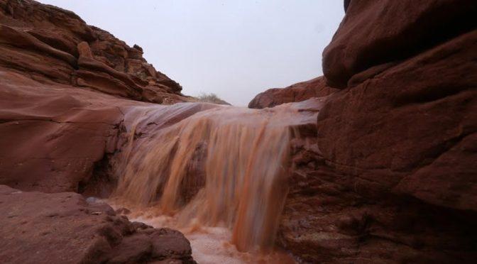Дождевой фронт в провинции Джуф заполнил резервуары и наполнил водопады