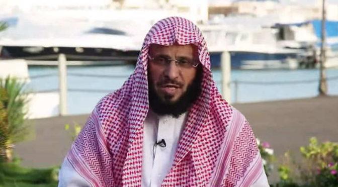 Проповедник доктор Аид аль-Карни подарил свою новую книгу «И наконец  найдено счастье» заместителю наследного принца
