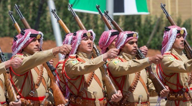 Служитель Двух Святынь принял военный парад, проведённый по случаю его визита в Иорданию