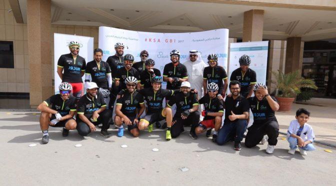 20 велосипедистов совершили велопробег из Эр-рияда в Касым по случаю Арабского дня сироты