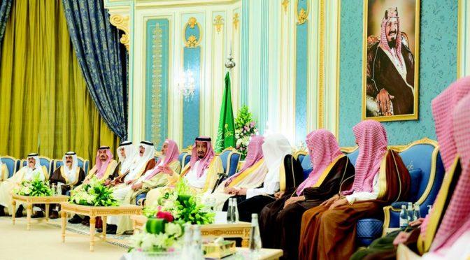 Служитель Двух Святынь принял Их Высочеств принцев, Главного муфтия Королевства, Их Честь учёных и группу подданных