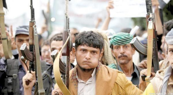 Силы коалиции разрушают покинутый жителями дом, в котором обустроили позицию снайперы хусиитов