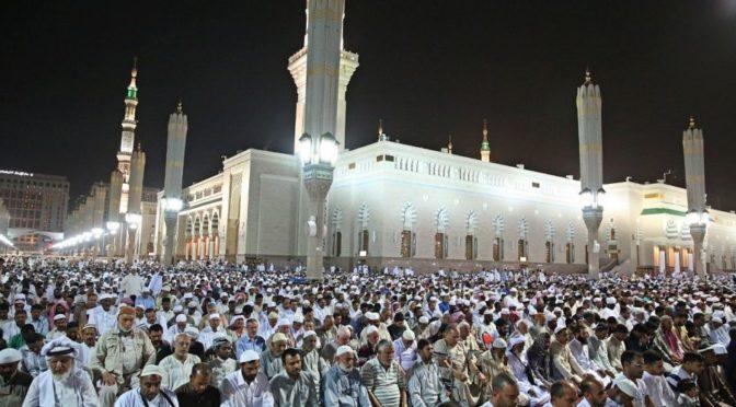 Молящиеся исполнили в Лучезарной Медине первую молитву таравих в первую ночь месяца Рамадана в Благородной Мечети пророка