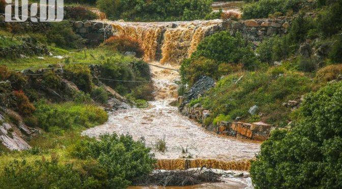 Обильные дожди в округе Намус создали водопады в долинах