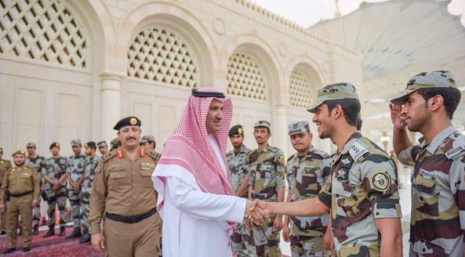 Губернатор Лучезарной Медины совершил ифтар с сотрудниками сил безопасности на площади перед Мечетью Пророка