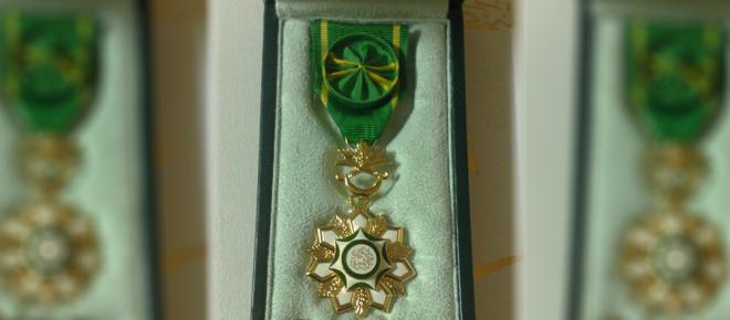 Министр Национальной гвардии вручил семьям павших мученников ордена Короля Абдулазиза