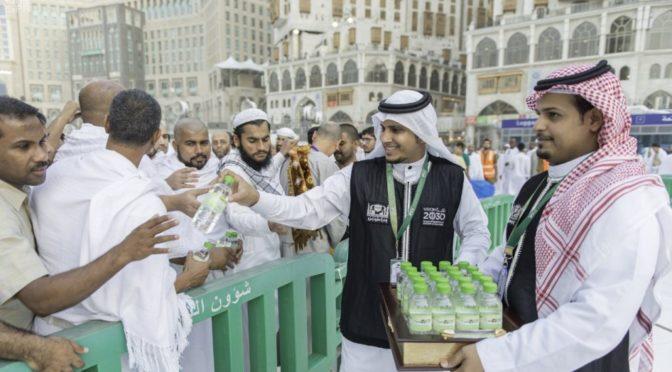 Более полумиллиона ёмкостей с водой Замзам роздано в Запретной Мечети в течении 20 дней Рамадана