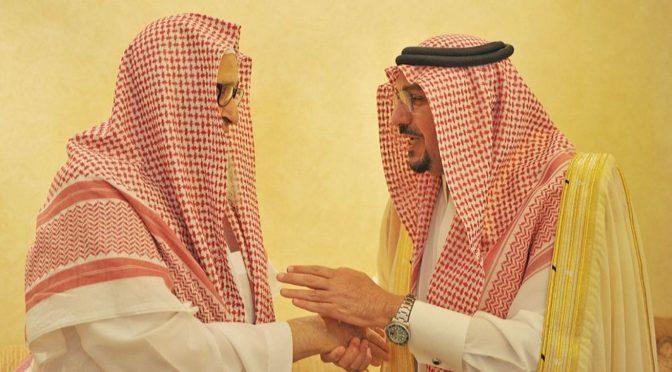 Губернатор провинции Касым посетил шейха аль-Фаузана в его доме, поздравив с Благословенным Ид аль-Фитр