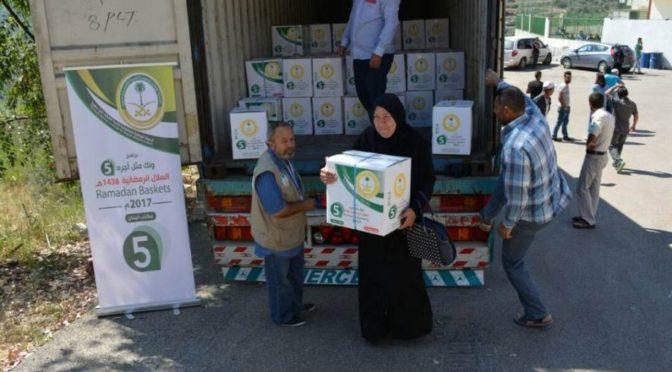 Саудийская национальная компания распространяет корзины Рамадана для сирийцев в Триполи и Шабаъ
