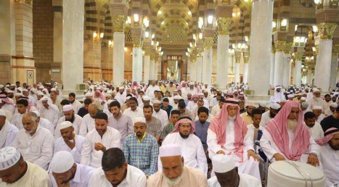 Атмосфера веры и духовности царит в Мечети Пророка в Лучезарной Медине