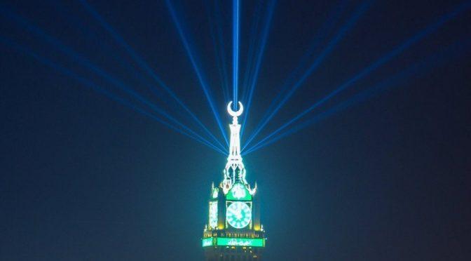 Король Салман написал в Twitter: Поздравляю вас со счастливым праздником Ид аль-Фитр