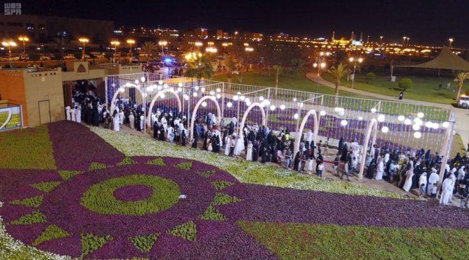 Ковёр из миллиона цветов украсил фестиваль роз и фруктов в Табуке