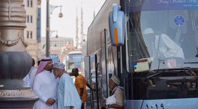 Паломники программы «гостей Служителя Двух Святынь» завершают обряды Хаджа и направляются в Лучезарную Медину