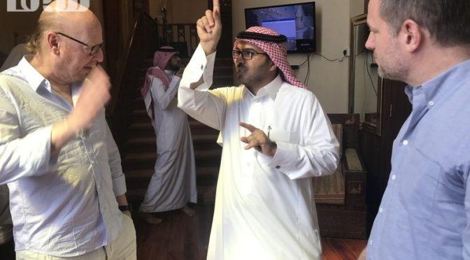 Владелец футбольного клуба «Манче́стер Юна́йтед» совершил пятничную молитву позади шейха аль-Кальбани